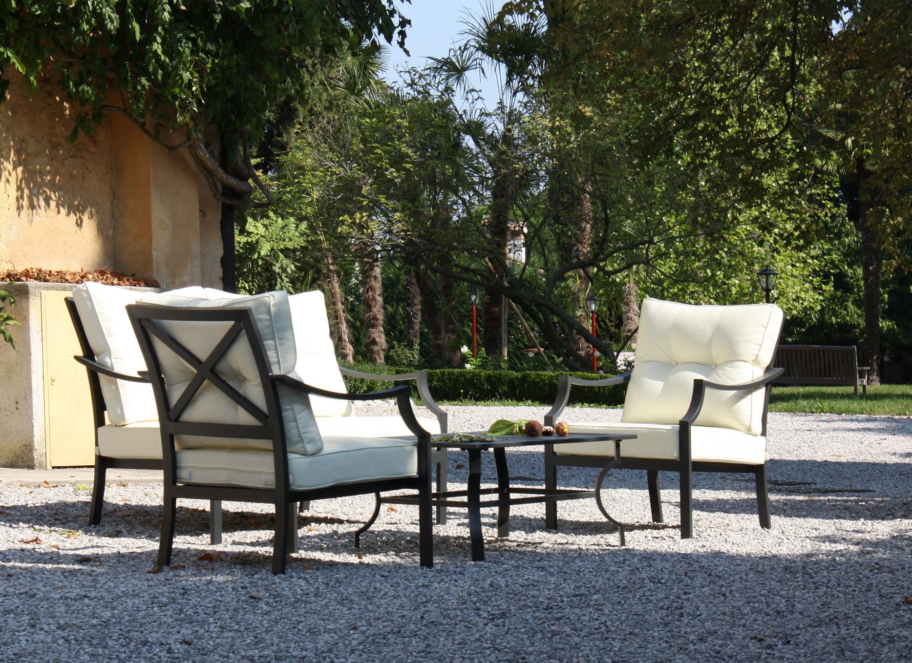 Arredi emozionali di alta qualit per il tuo giardino for Salotti in ferro battuto per esterni