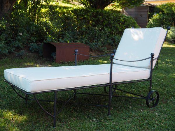 Lettino da piscina in ferro battuto